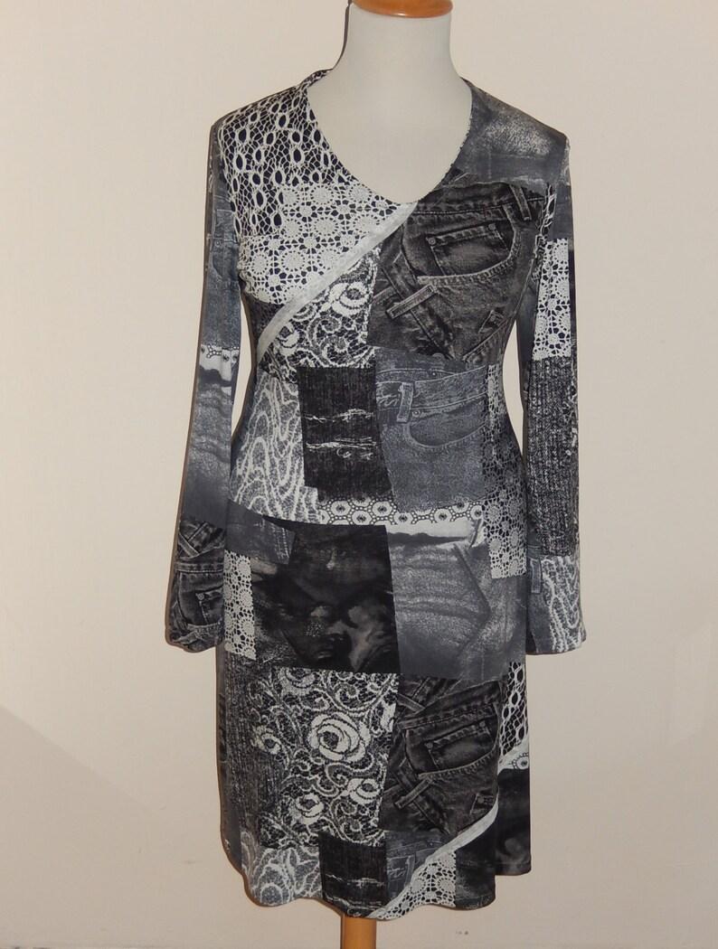 9a98c8e1fb924c Jeans kant print tricot jurkje zwart wit grijs print maat