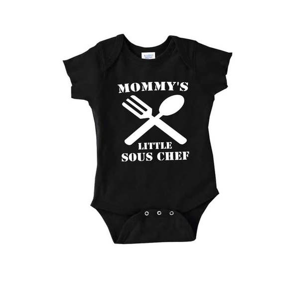 SOUS CHEF BODY SUIT PERSONALISED MUMMY/'S LITTLE BABY GROW NEWBORN GIFT