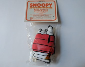 1965 SNOOPY AUTO REFRESHENERS New Old Stock / Factory Sealed   Rare/Vintage Schulz United Feature Syndicate