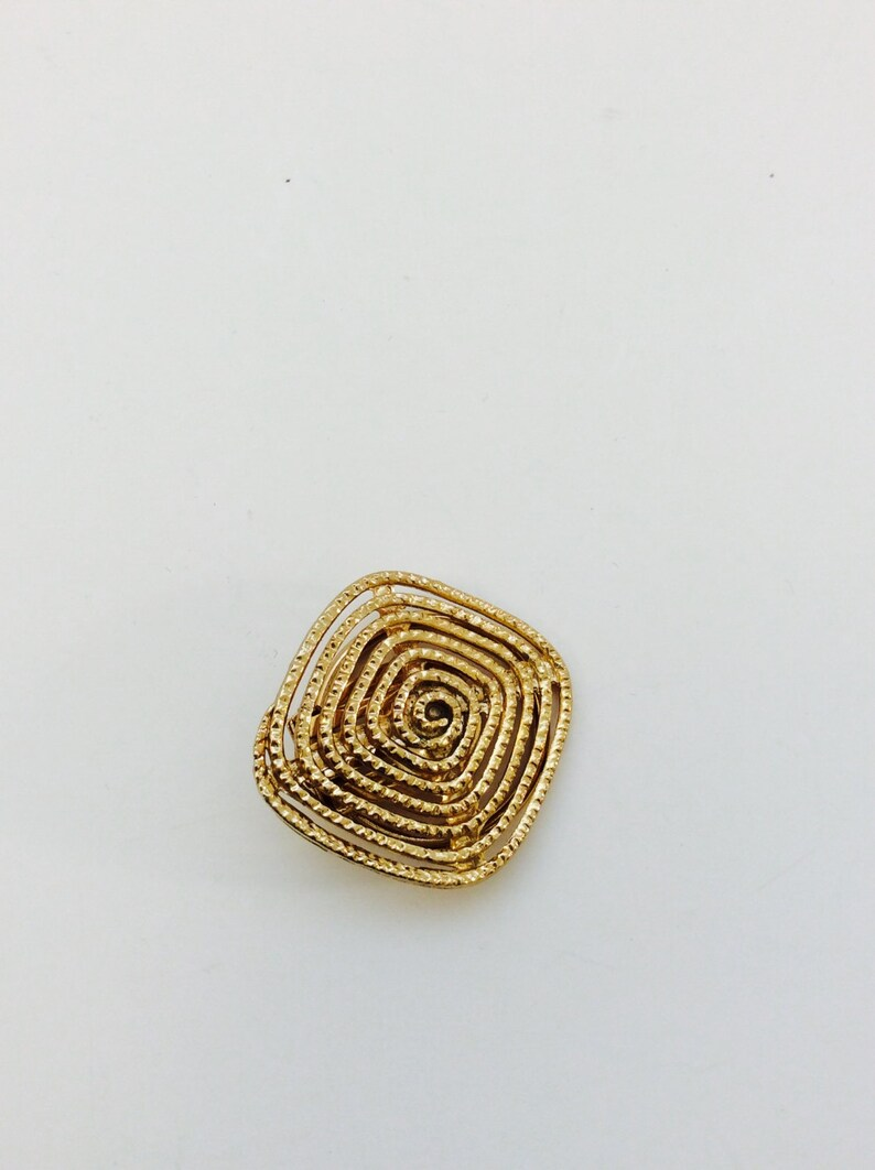 Square Gold Tone Scarf Clip Clasp Textured Openwork Scarf Accessory Minimalist Jewelry Metal Elegant Shawl Germany 60s Swirl Pattern Modern