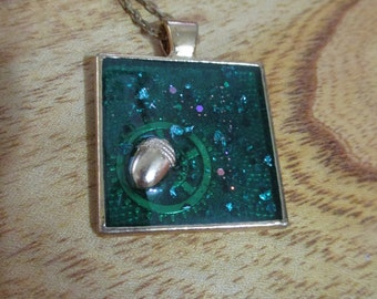 Handmade Resin Jewelry - Acorn's dreams - Acorn decoration - Necklace - with gift box.