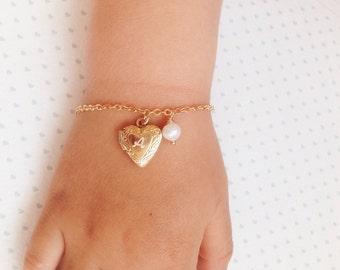 Toddler Locket Bracelet / locket gor Little Girl / Gift for Niece / Girls Gold Heart Bracelet / Baby Girl Bracelet