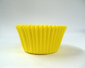 32 Yellow Baking Cups