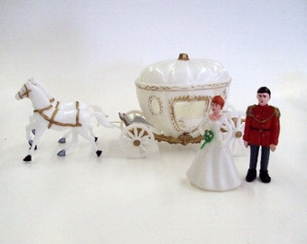 Princess Carriage with Horses and Figurines Cake Decorating Kit