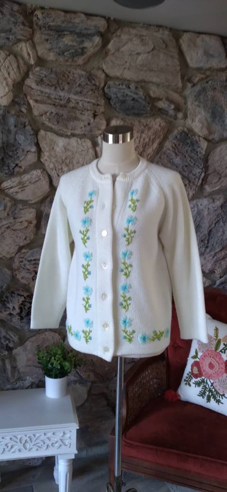 Vintage White Knit Cardigan with Embroidery38 Bust50s 60s Sweater50s Cardigan MEDIUMKnit Sweater 1950smed