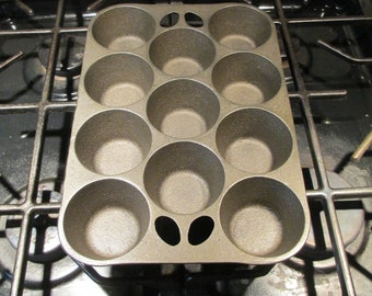 Vintage Wagner Ware Cast Iron Muffin Pan 11 Cup