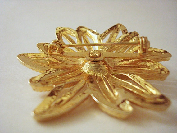 Vintage Gold and Pearl Flower Brooch - image 5