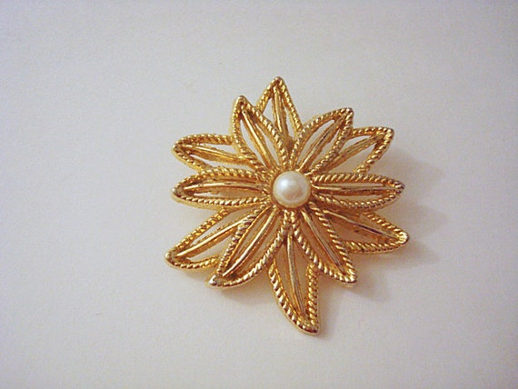 Vintage Gold and Pearl Flower Brooch - image 3