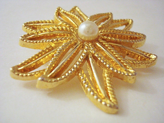 Vintage Gold and Pearl Flower Brooch - image 1