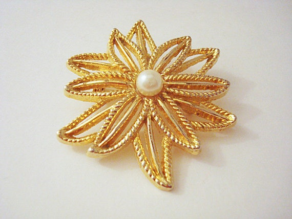 Vintage Gold and Pearl Flower Brooch - image 2