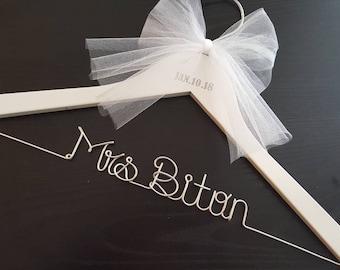 Wedding hanger with date / NAME hanger/ mrs. hanger / wedding hangers / Bride hanger