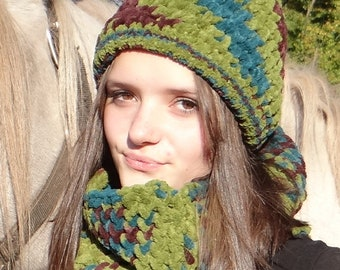 Bonnet femme vert pâle et blanc tout doux et moelleux en microfibre 008a051aade