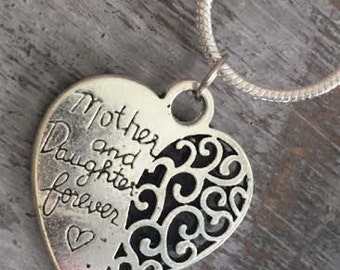 MOTHER & DAUGHTER Pendant Necklace