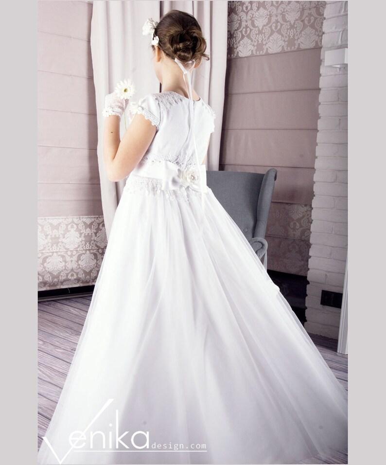 Erste Heilige Kommunion Kleid in weiß mit sehr zarte ...