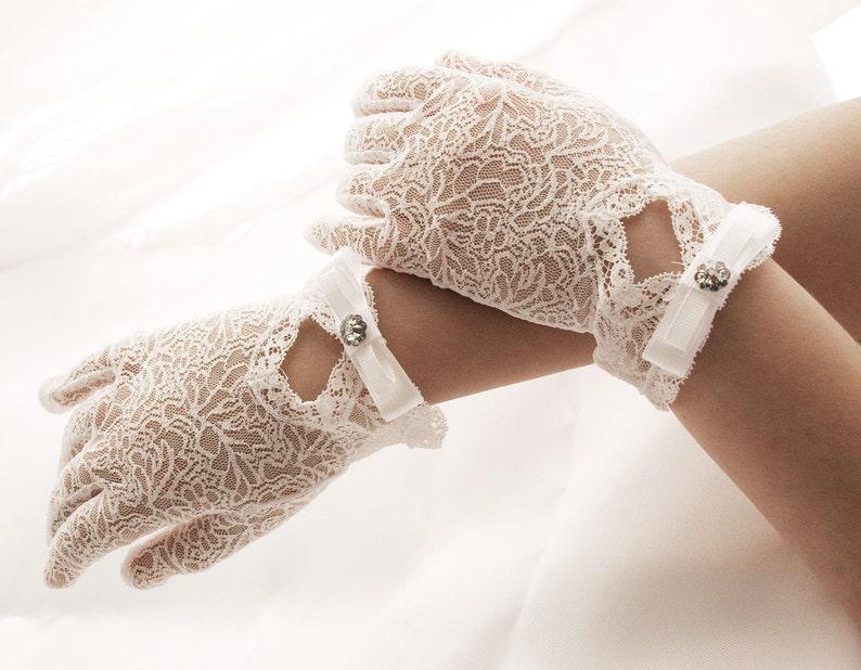 381b364549 Romantik koronkowe rękawiczki komunijne i ślubne kwiat