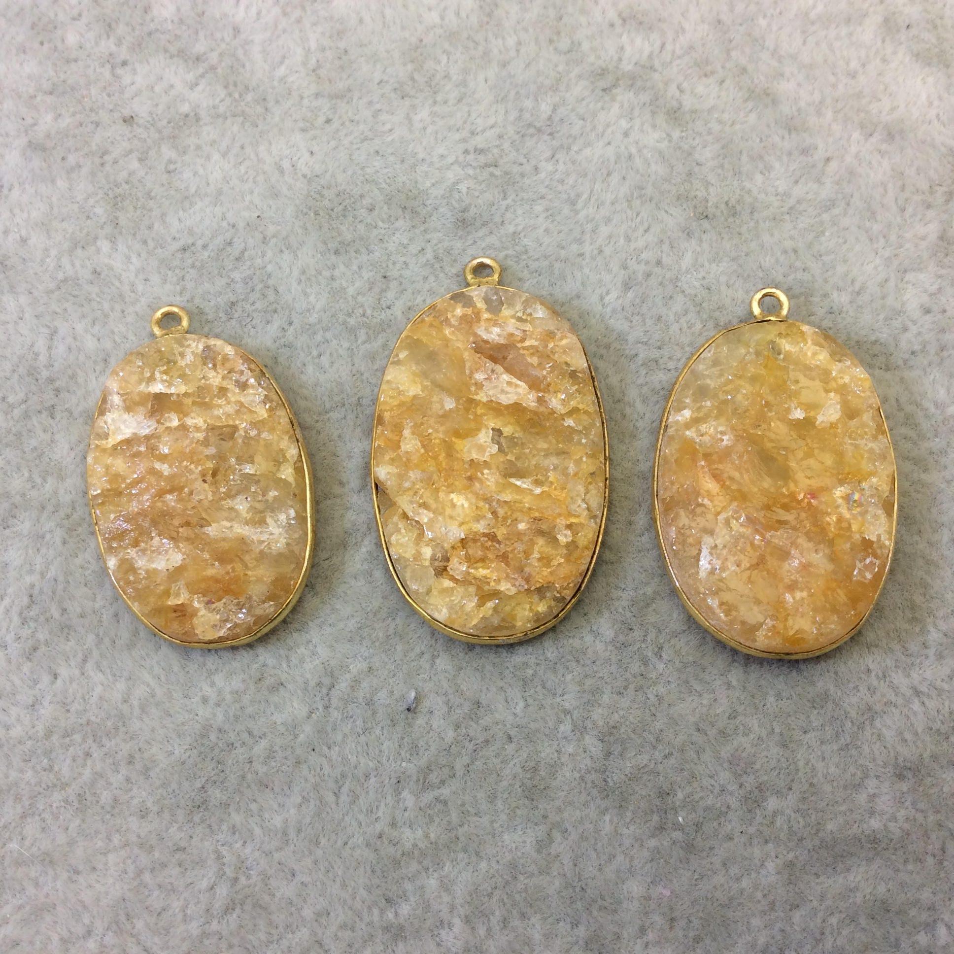 En plaqué or de beaucoup de bijoutier Citrine brute brute brute naturelle - trois forme libre dos plat en cuivre lunette pendentifs «RCT10» - 27 mm x 33 m Long - vendu comme indiqué! a1ac09