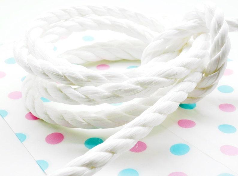 2 meters of nylon cord 3 strands white 10 mm