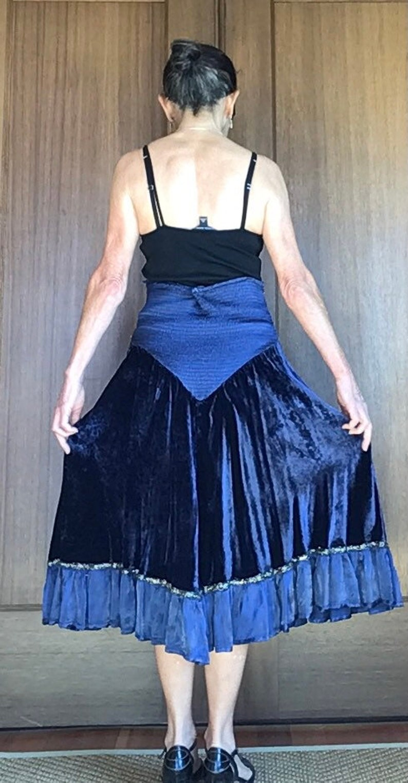 BLUE VELVET Skirt Italian vintage Renaissance style flared Sz Med Skirt Gold thread trim elastic waistband vintage 1990s Made in Italy Silk