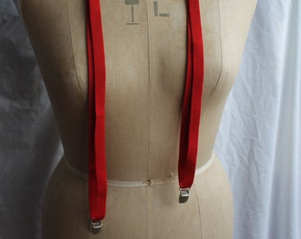 Narrow red clip on braces REF 931