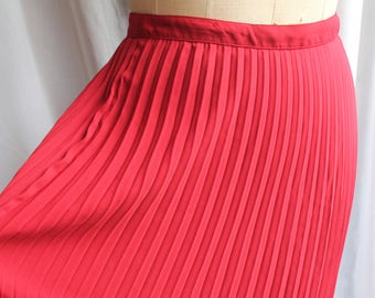 Red permanat pleated skirt REF 836