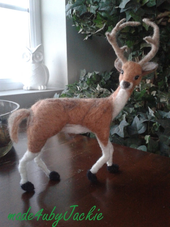 Needle felted Deer - Reindeer - Felted Deer - Felted Stag - Christmas decor - miniature animal - Christmas ornament decor - dolls house