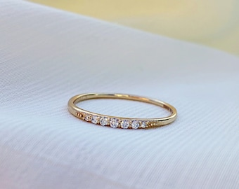 Minimalist Solid Gold Seven Diamond Ring, Dainty Gold Diamond Band, Thin Diamond Ring , Wedding Band, Engagement Ring, Dainty Stacking Ring
