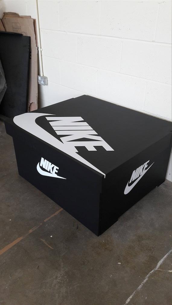 Boîte XL Nike Trainer chaussure détient 12no paires de formateurs, cadeau pour lui, cadeau d'anniversaire, cadeau, boîte à chaussures présent,