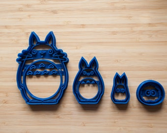 Totoro set + Susuwatari.   Cookie cutters. Gingerbread and cookies. Totoro. Cupcake topper