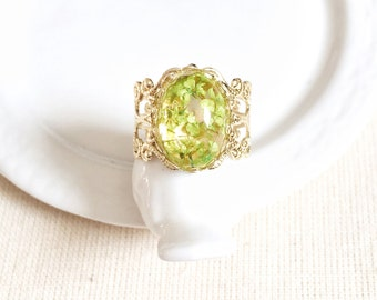 Real Flower Ring Gold Plated, Lime Green Pressed Flower Resin, Victorian Filigree Band, Dried Petal, Preserved Leaf, Nature Bridesmaid Gift