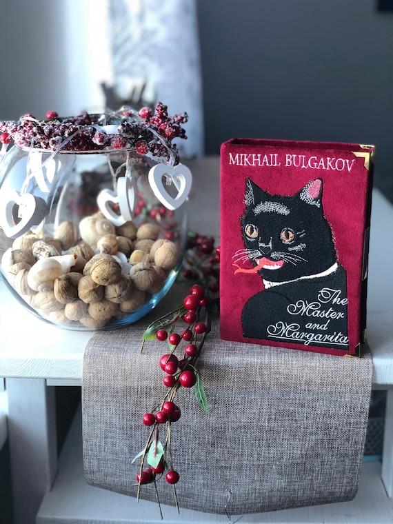 Cat food bag clutch