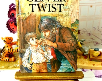 Vintage Ladybird Oliver Twist Childrens Classic Book by Charles Dickens with Glossy Covers First Edition 1984
