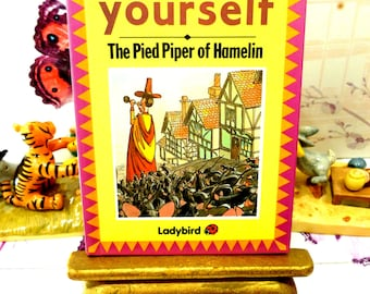 The Pied Piper of Hamelin Vintage LadyBird Book Glossy Cover Favourite Fairy Tales