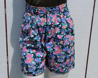 Vintage women's floral shorts size 6