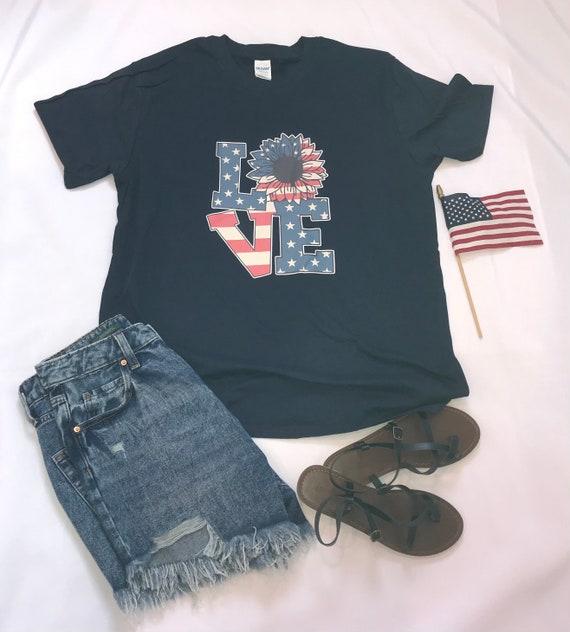Love Retro USA T Daisy FLAG, America Patriotic Flag, Fourth of July, Red White Blue, T-shirt