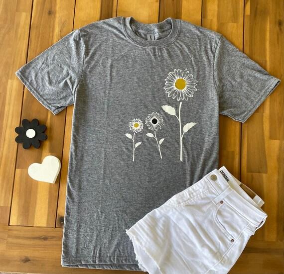 SUNFLOWER / DAISY, Gold and Black Tee - Floral Daisy FLOWER Fun  T-shirt