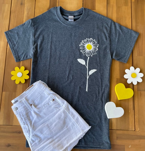 DAISY, Yellow SUNFLOWER Tee, floral, Fun  T-shirt