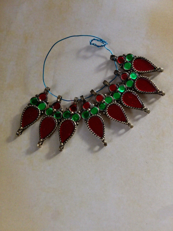 7x Red and Green Tribal Flower Pendants Jewelry Ethnic Supplies (#7317)