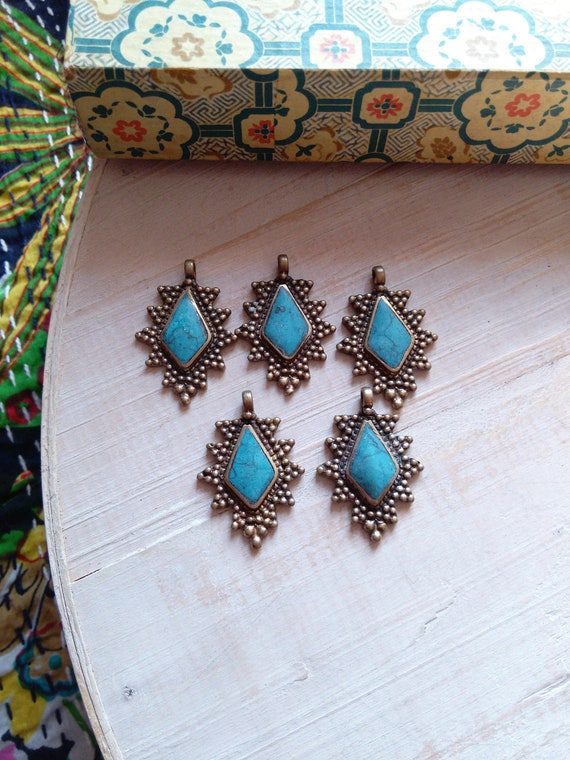 5x  Brass Pendants Same Style Light Blue Center DIY Jewelry Supplies (#7224)