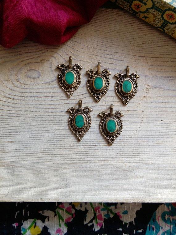 5x  Brass Pendants Stylized Bird with Green Center DIY Tribal Jewelry (#7233)