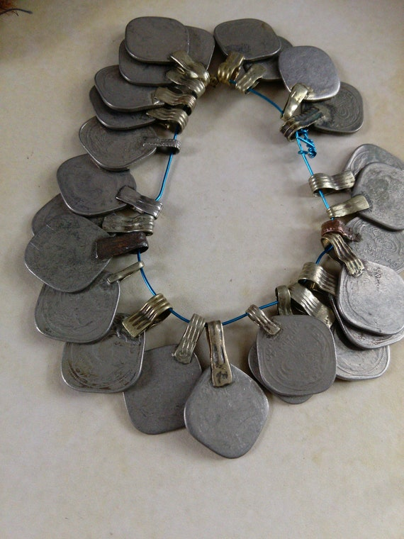 25x Diamond-Shaped Vintage Tribal Coins Mixed (#7286)