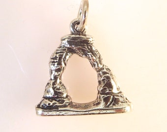 Sterling Silver 3-D DELICATE ARCH Charm Pendant Arches National Park Utah Moab .925 Sterling Silver New np04