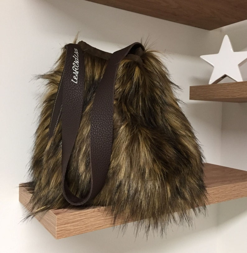 884e0c8417 Bucket bag in fur and leather   Shoulder bag in leather and