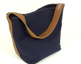 Tote bag, bucket bag, navy blue linen, fawn leather handle, worn on the shoulder / Linen bag, leather, single handle / tote bag linen