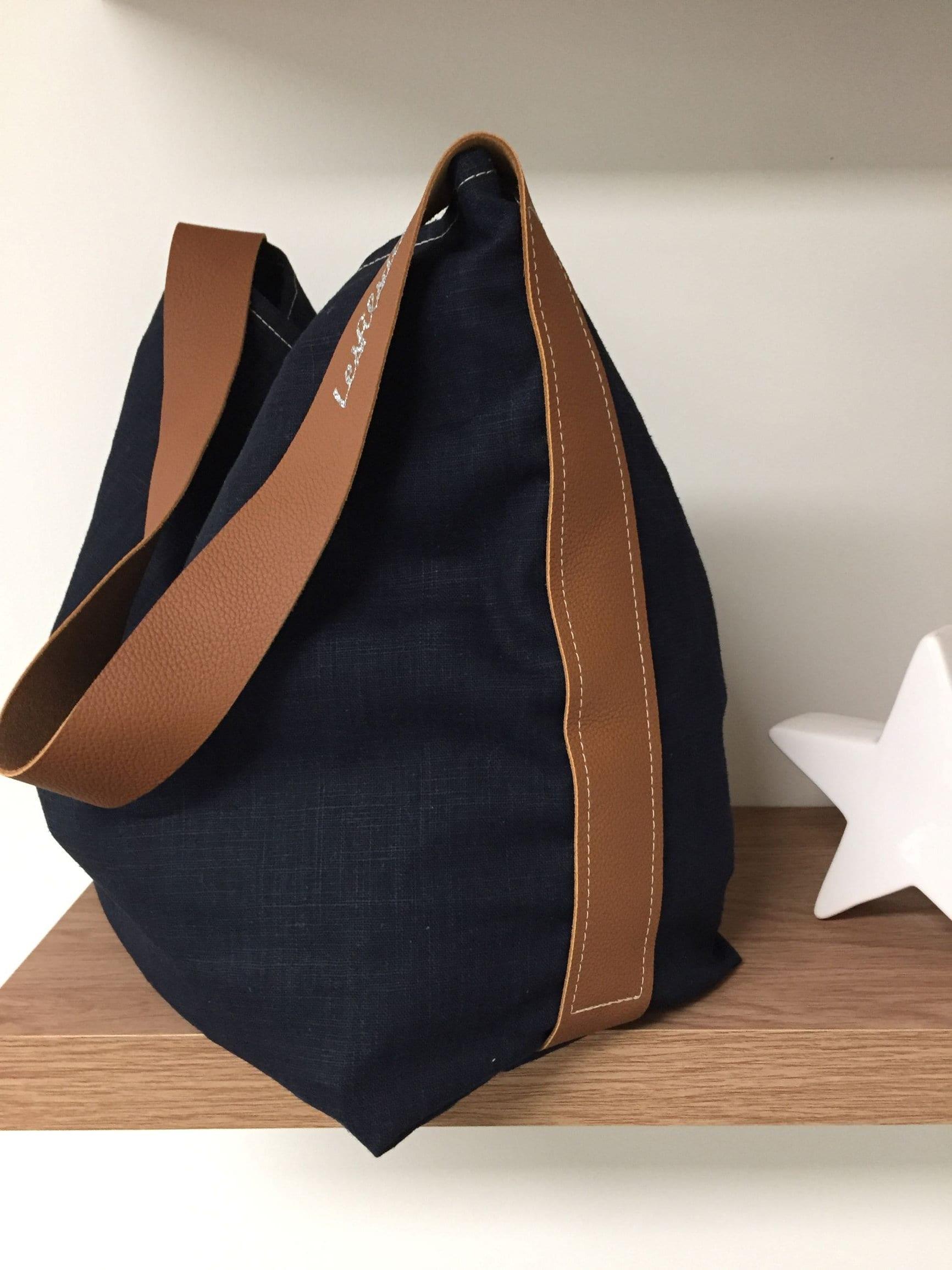 149a072faa Sac cabas porté épaule en lin bleu marine et anse cuir fauve surpiquée,  poche intérieure / sac seau lin beige naturel et cuir fauve