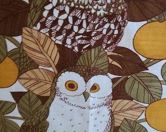 New Old Stock Vintage Signed Pat Abeck Kitchen Linen Tea Towel with Seal, for The Three Owls Bird Sanctuary Rochdale UK