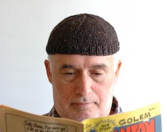 d885e744cf26e Charcoal tweedy men s cap with button trim