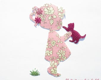 The little girl and her kitten in seconds liberty Capel, coat liberty patch iron iron on liberty fabrics