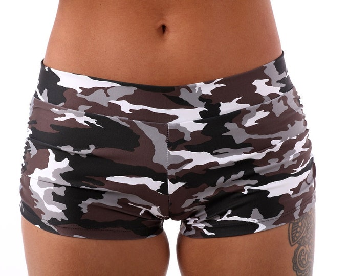 Isabella Shorts in Camo