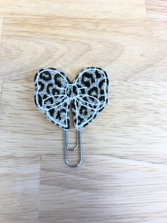 Leopard Print Vinyl Bow planner Clip/Planner Clip/Bookmark. Bow Planner Clip. Leopard Print Bow. Leopard planner clip