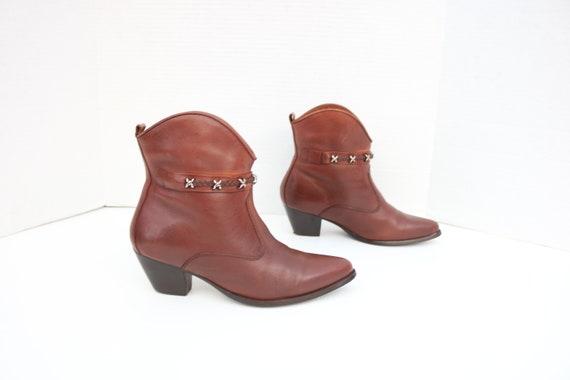 Dingo ankle brown  cowboy boots size 8.5 B